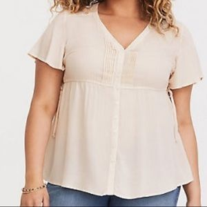 ⭐️NEW WITH TAGS TORRID Ivory Flutter Sleeve Blouse